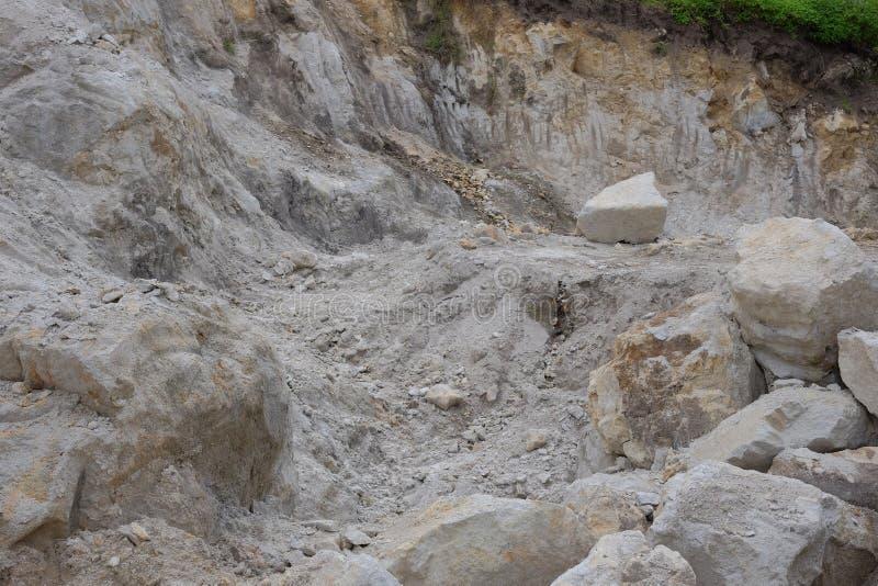 Pedreira pequena da pedra calcária foto de stock