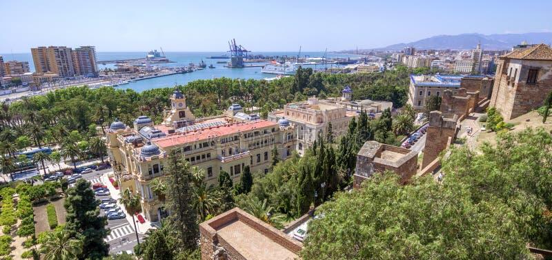 Pedro Luis Alonso-Gärten, das Rathaus-Gebäude und tha Alcaza lizenzfreie stockfotografie