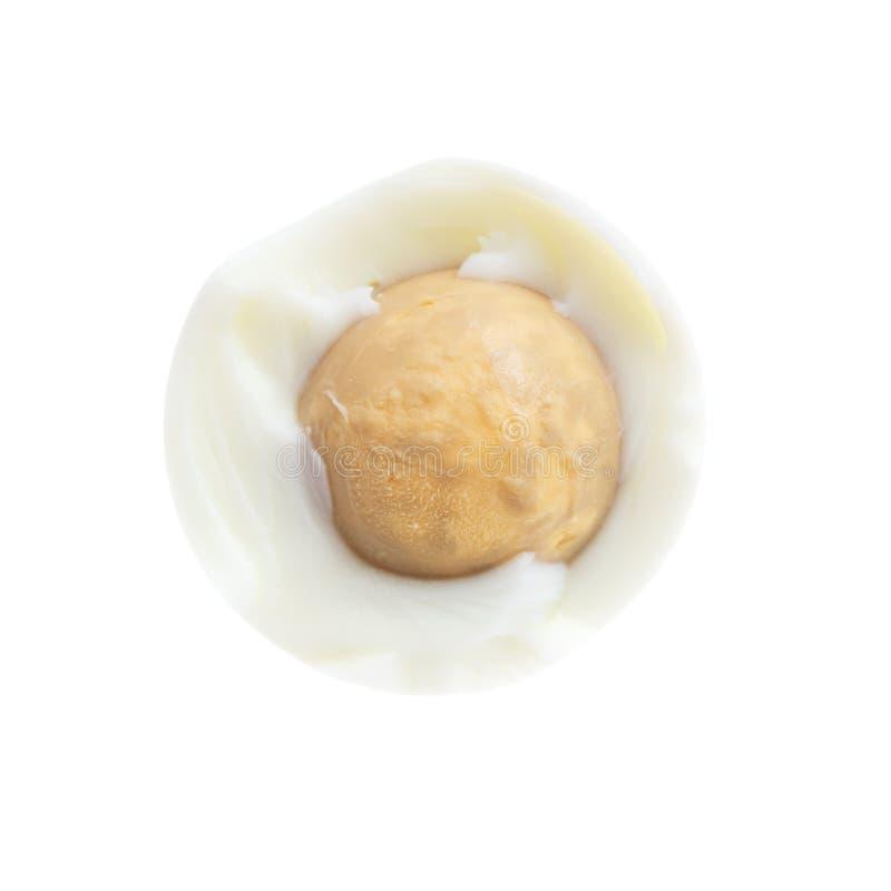 Peeled kokade ägget som isolerades på vit bakgrund arkivbild