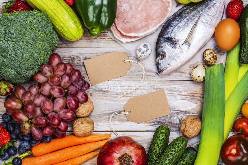 Pegan diety foods na drewnianym stole obraz royalty free