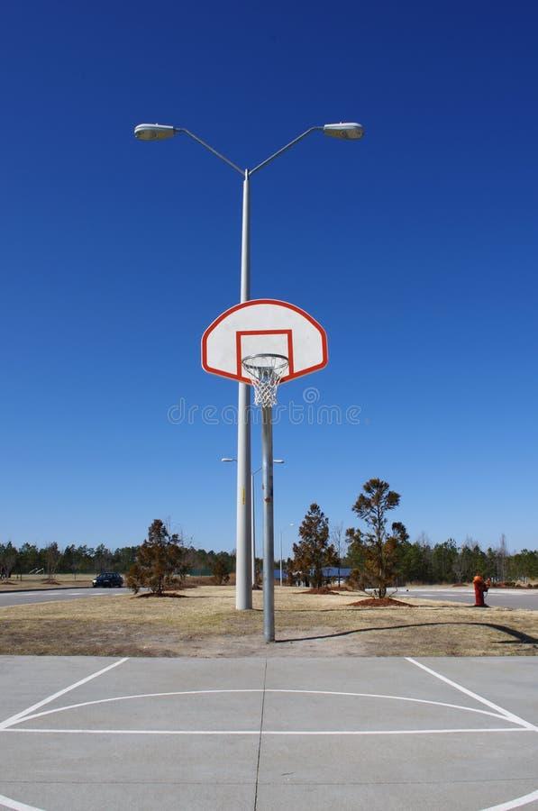 Pegare a aro de basquetebol imagens de stock