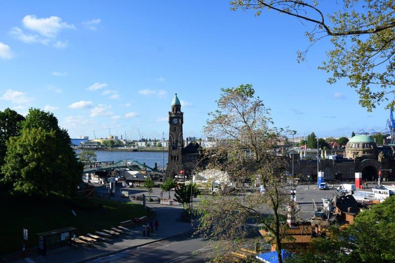 """Pegelturm bij St pauli-Landungsbrucken †""""Hafengeburtstag, de Viering van de Havenverjaardag in Hamburg, Duitsland stock afbeelding"""
