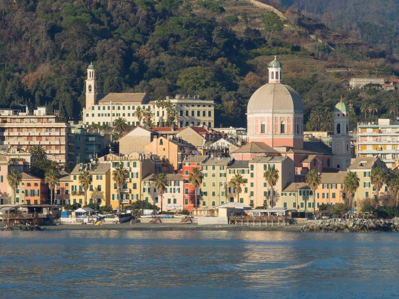 Pegli beskådade den typiska byn i Genoa Liguria från havet royaltyfria bilder