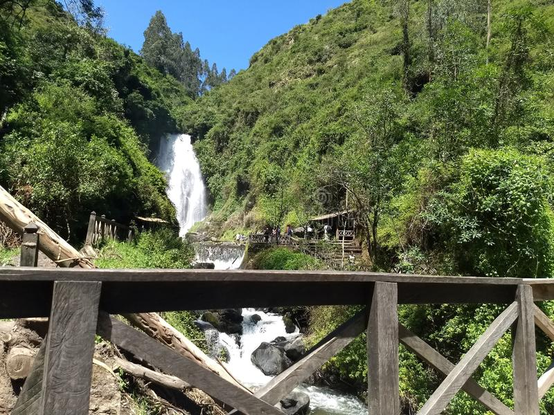 Peguche vattenfall arkivfoto