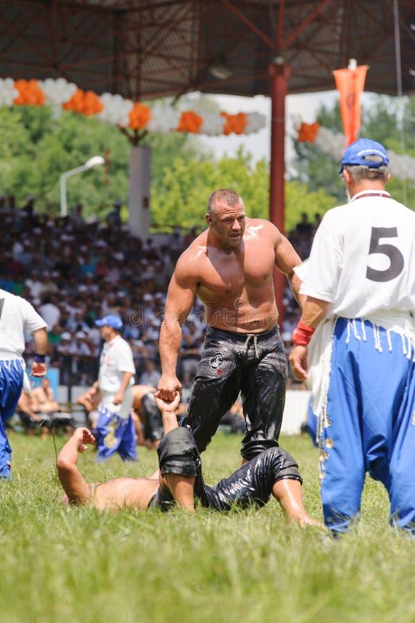 Pehlivan борцов турецкое на конкуренции в традиционном Kirkpinar wrestling Kirkpinar t стоковая фотография