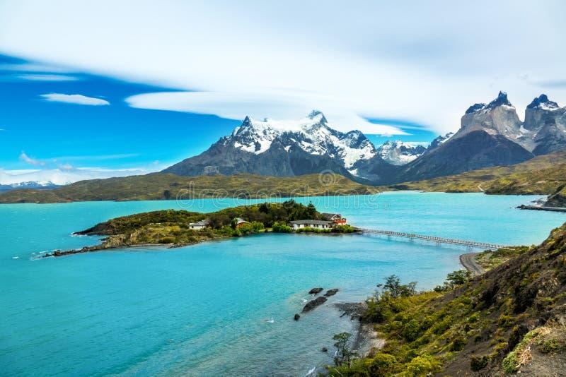 Pehoe jezioro i Guernos góry krajobraz, park narodowy Torres Del Paine, Patagonia, Chile, Ameryka Południowa fotografia stock