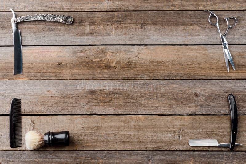 Peigne et rasoirs droits images stock