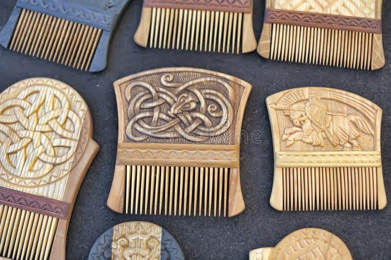 Peignes en bois pour des cheveux image stock