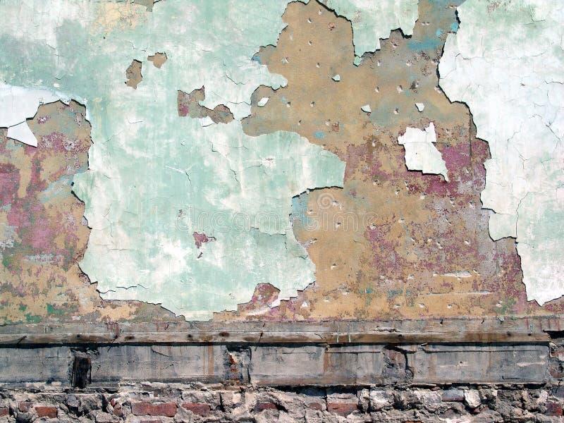 peignez le mur d'écaillement photographie stock libre de droits