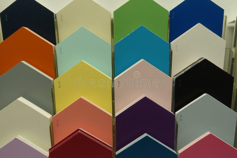 Peignez les puces de cartes témoins à un magasin détaillant de matériel image stock