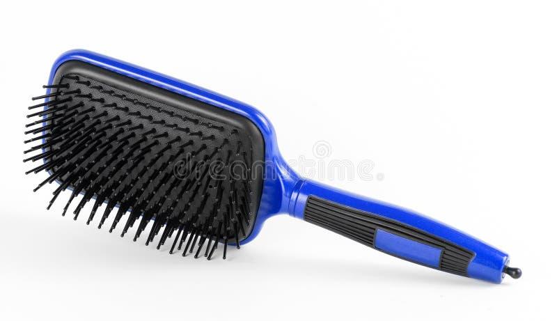 Peine azul el pelo en un fondo blanco imagen de archivo libre de regalías
