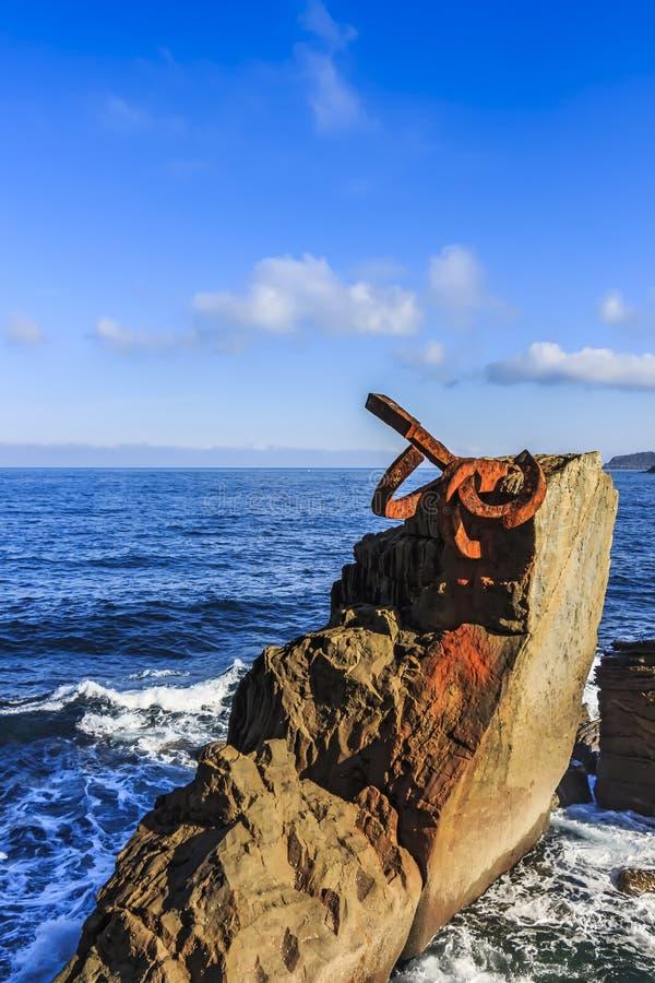 Peine Del Viento The grępla wiatr jest kolekcją trzy stalowej rzeźby Eduardo Chillida, uzupełniającym w 1976 obrazy stock