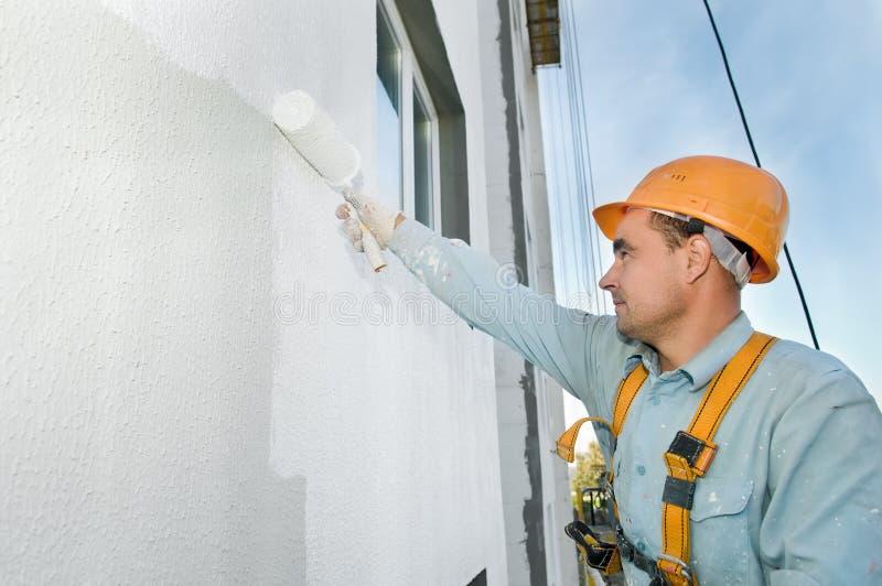 Peintre de façade de constructeur au travail photos stock