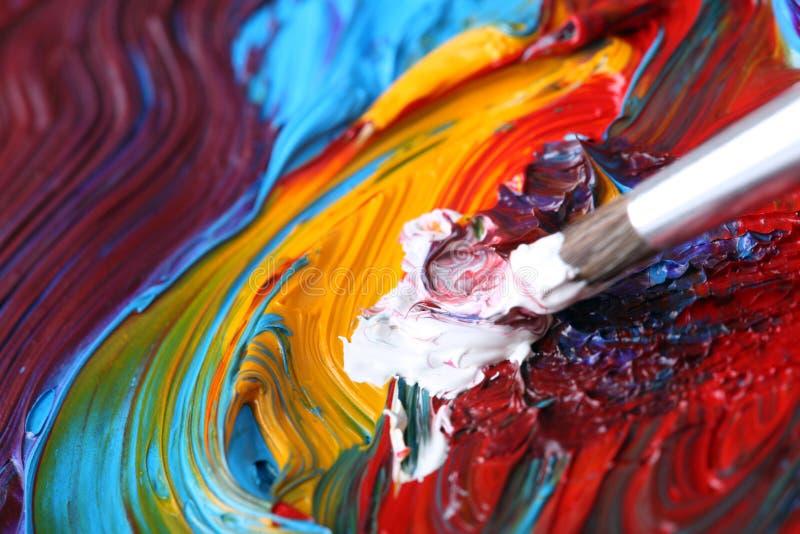 Peinture à l'huile mélangée avec le pinceau photographie stock libre de droits