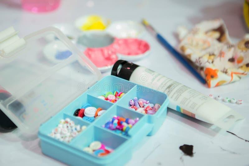 Peinture acrylique et matériaux pour d I Y dessin-mod?le photo libre de droits