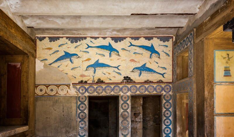 Peinture antique de culture de Minoan sur la pierre des dauphins nageant chez Knossos, Crète, Grèce photo stock