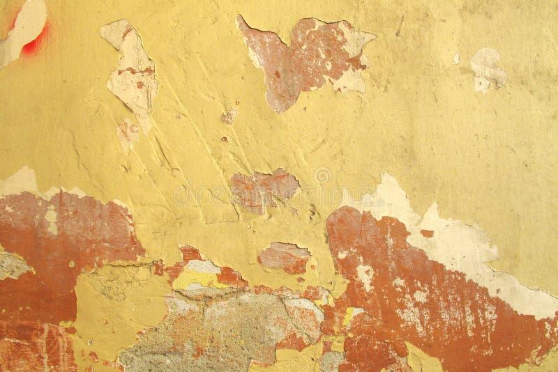 Peinture criquée sur le mur photo stock