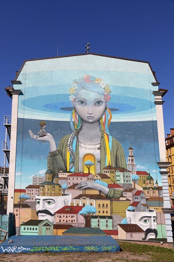 Peinture d'art de rue sur une maison dans la vieille ville de Kyiv image stock