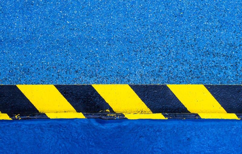 Peinture d'avertissement de risque sur le plancher image stock
