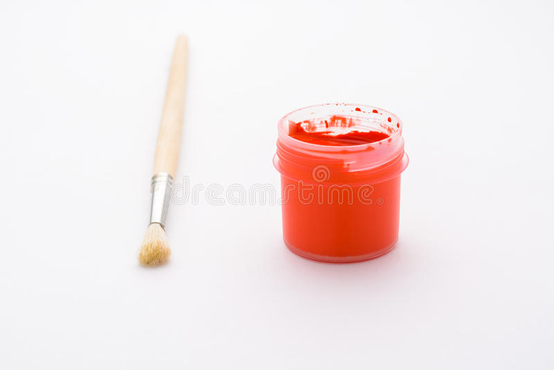 peinture dans des pots et la brosse photo stock image du balai couleur 56416786. Black Bedroom Furniture Sets. Home Design Ideas