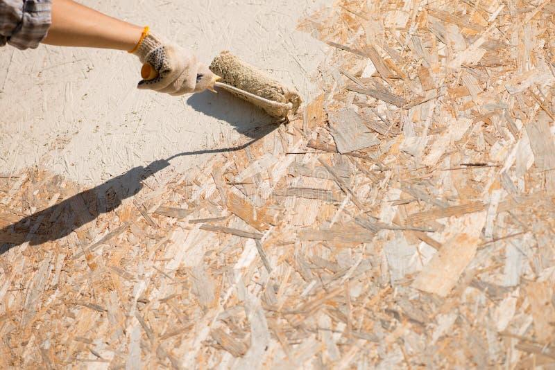 Peinture de mur photo stock image du rouleau homme 27508364 - Droit locataire peinture murs ...
