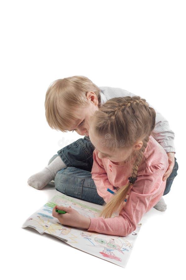 Peinture de petite fille et de garçon image stock