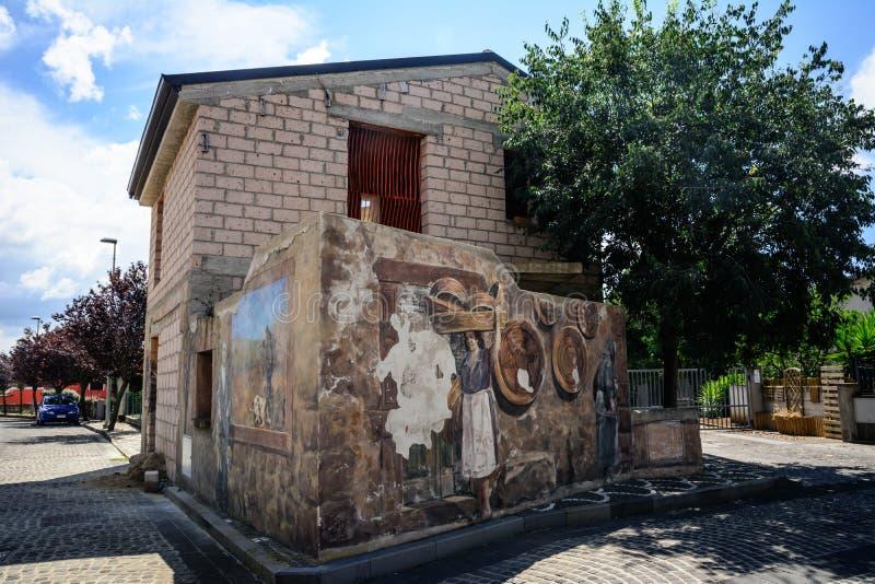 Peinture de rue dans Tinnura, Sardaigne images libres de droits