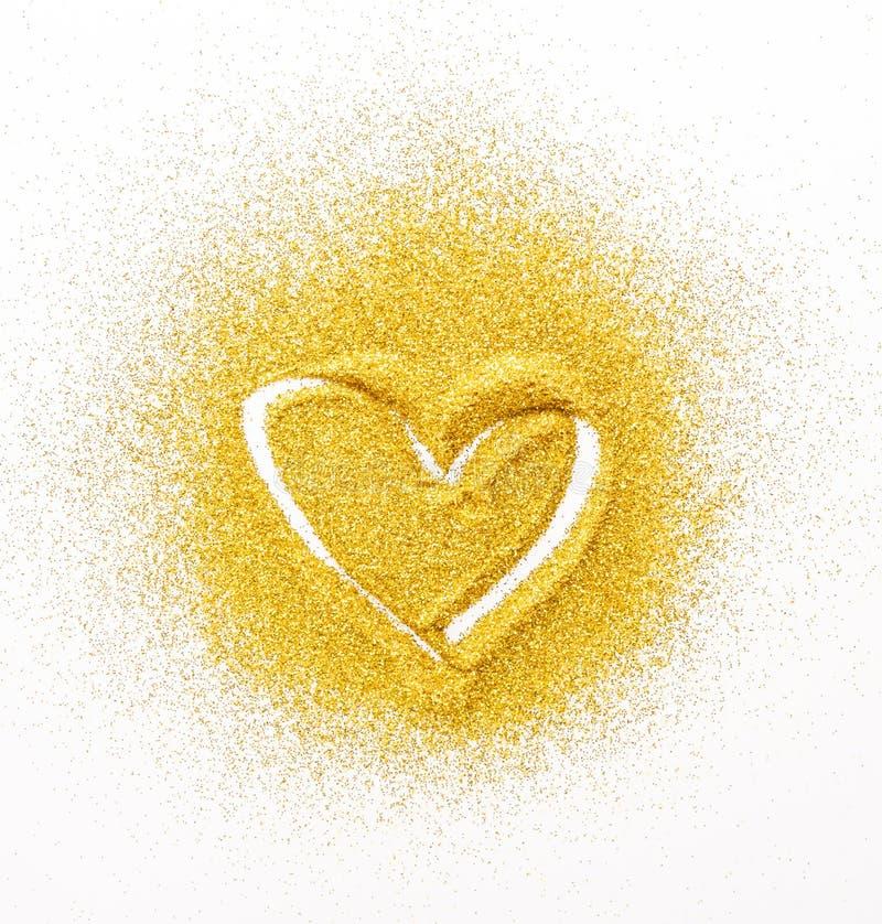 Peinture de sable Coeur d'or de scintillement sur le blanc photo libre de droits