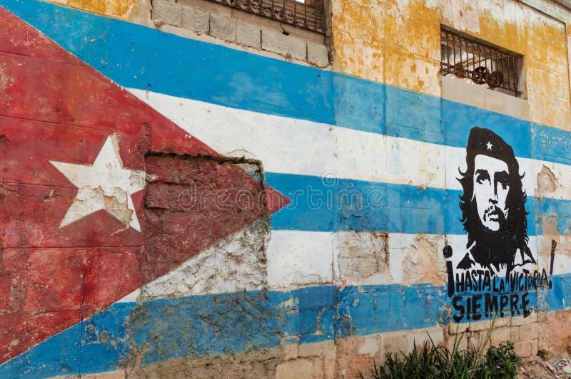 Peinture et Che Guevara de mur cubains de drapeau photos stock