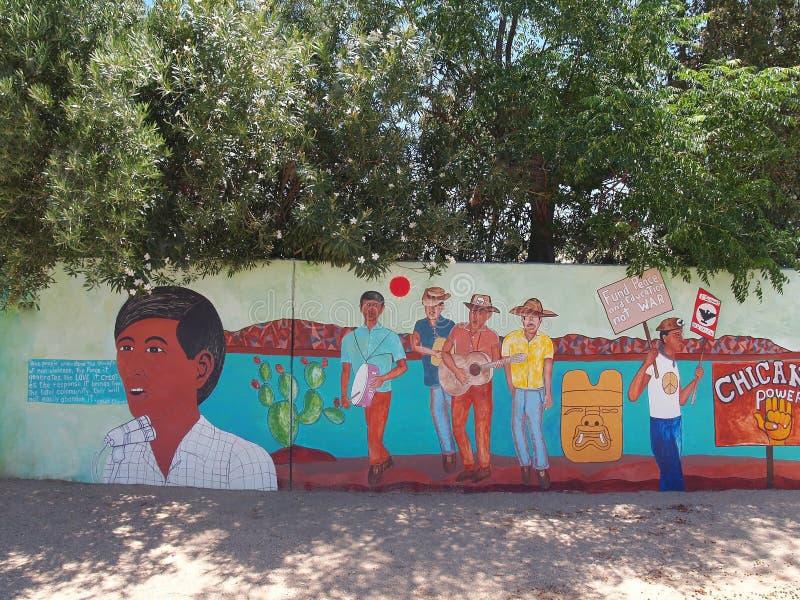 Peinture murale chicano de puissance protestant la guerre de Vietnam et l'injustice images stock