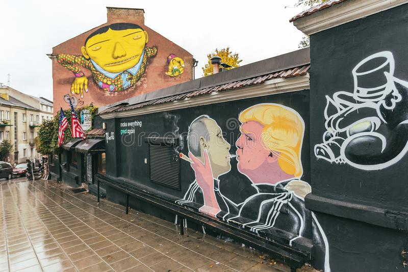 Peinture murale de baiser de Donald Trump Vladimir Putin image libre de droits