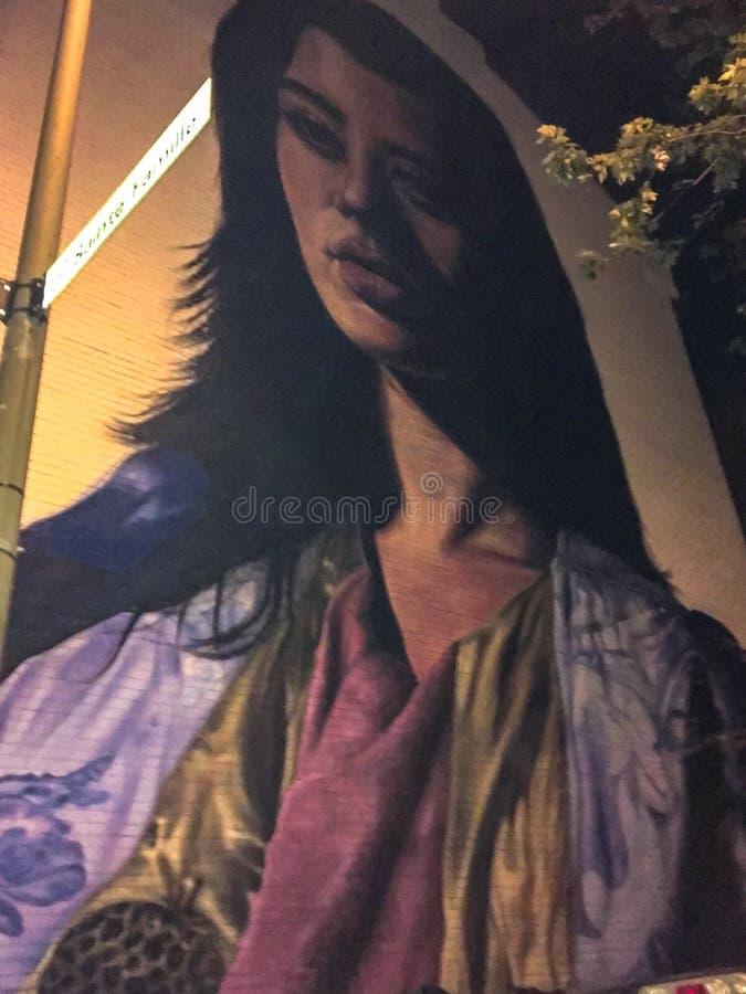 Peinture murale de femme avec un regard ambigu images libres de droits