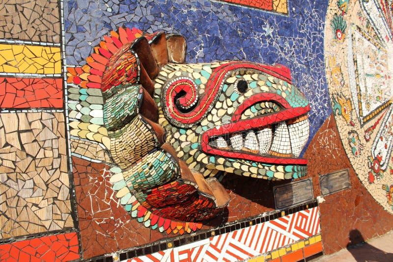 Peinture murale de mosaïque dans une ville magique au Mexique photographie stock