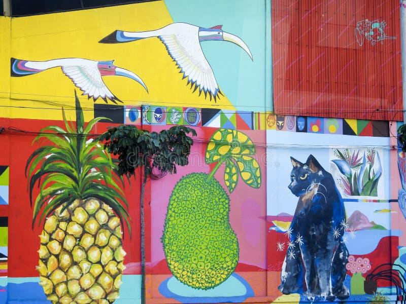 peinture murale lumineuse de style de graffiti sur le b timent industriel en rio de janerio. Black Bedroom Furniture Sets. Home Design Ideas