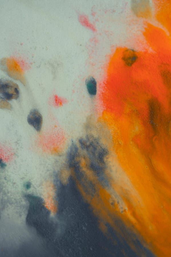Peinture orange et bleu-foncé lumineuse de débordement sur le papier image libre de droits