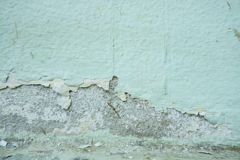 Peinture sur le mur, épluchant la texture de couleur de couleur, détérioration de la peinture sur le vieux mur, défauts de mur photographie stock