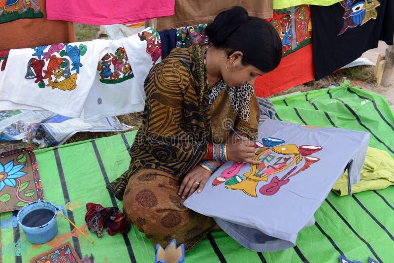 Peinture sur le T-shirt photo libre de droits