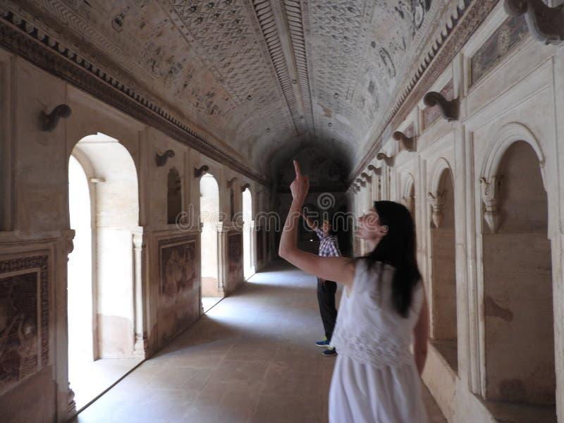 Peintures antiques à l'intérieur de temple de Lakshmi Narayan, Orchha, Madhya Pradesh, Inde photos libres de droits
