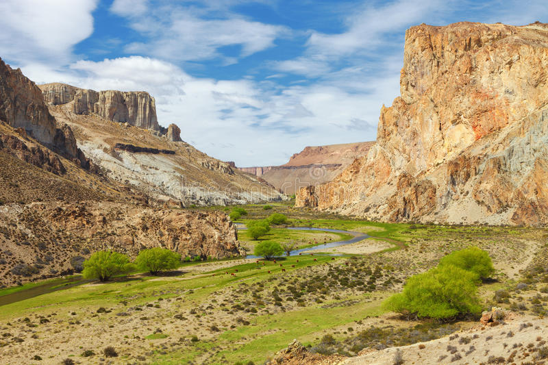 Peintures de canyon de rivière, Argentine images libres de droits