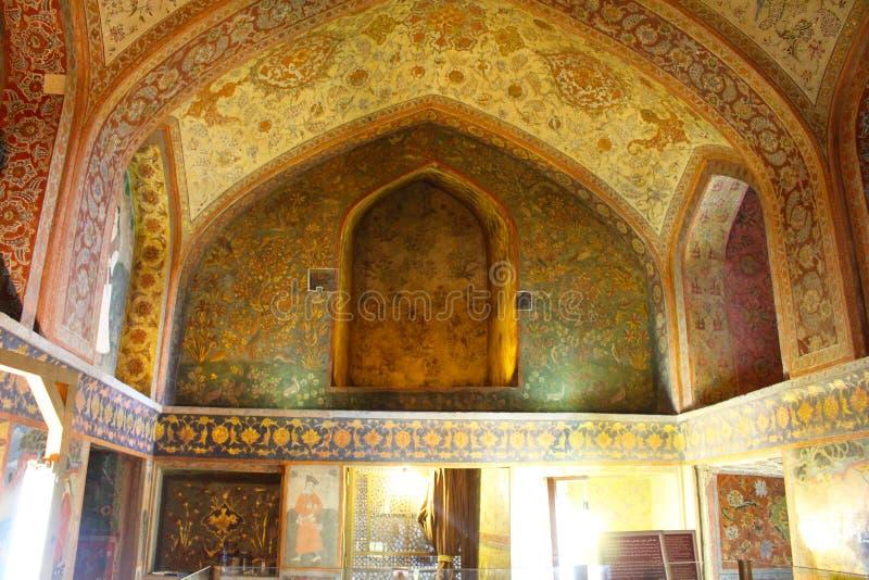Peintures de mur dans le palais de Chehel Sotoun, Isphahan, Iran photographie stock