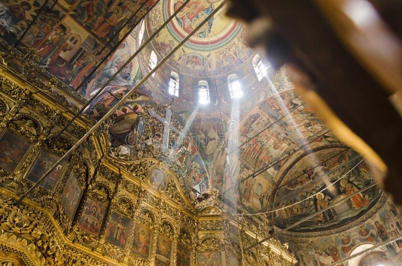 Peintures de plafond d'église de monastère de Rila intérieures, monastère historique en Bulgarie photos libres de droits