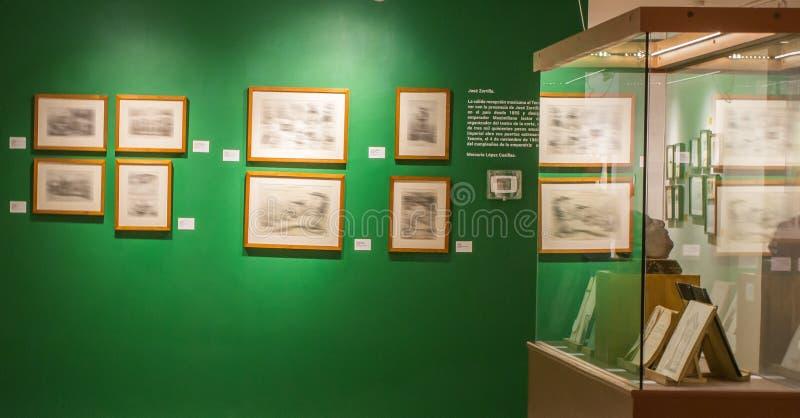 Peintures et décoration d'un musée photographie stock libre de droits