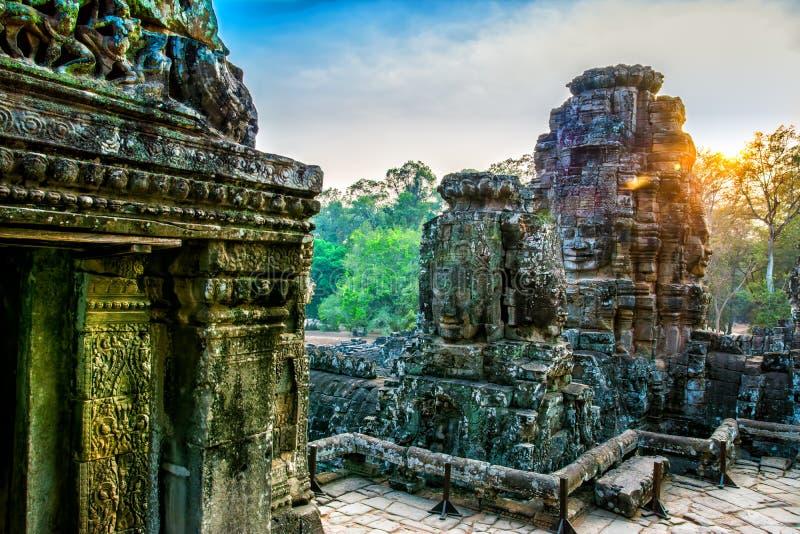 Peintures murales et temple en pierre Angkor Thom de Bayon de statue Angkor Vat photo libre de droits