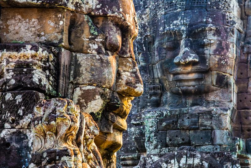 Peintures murales et temple en pierre Angkor Thom de Bayon de statue Angkor Vat image stock