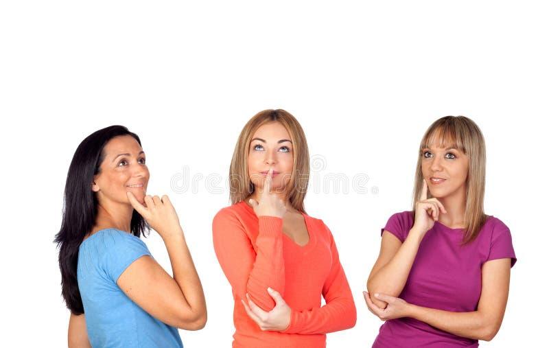 Peinzend donkerbruin meisje drie royalty-vrije stock afbeelding