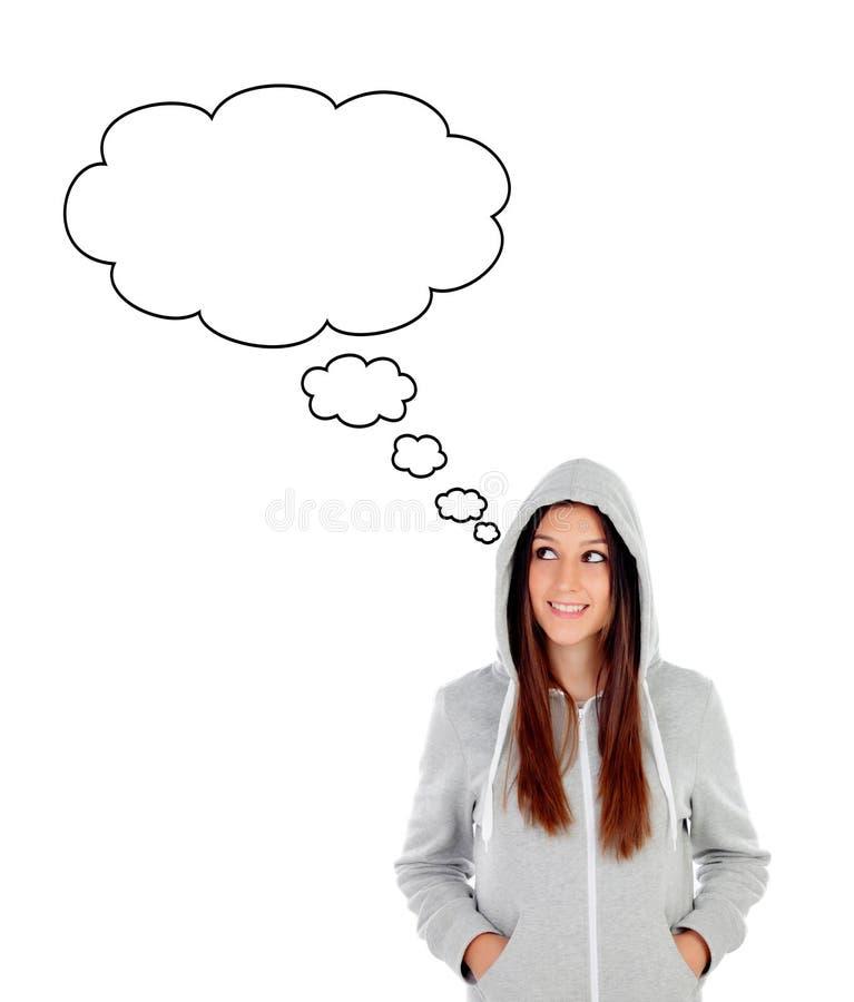Peinzend meisje die met een kap met grijs sweatshirt kant bekijken stock afbeelding