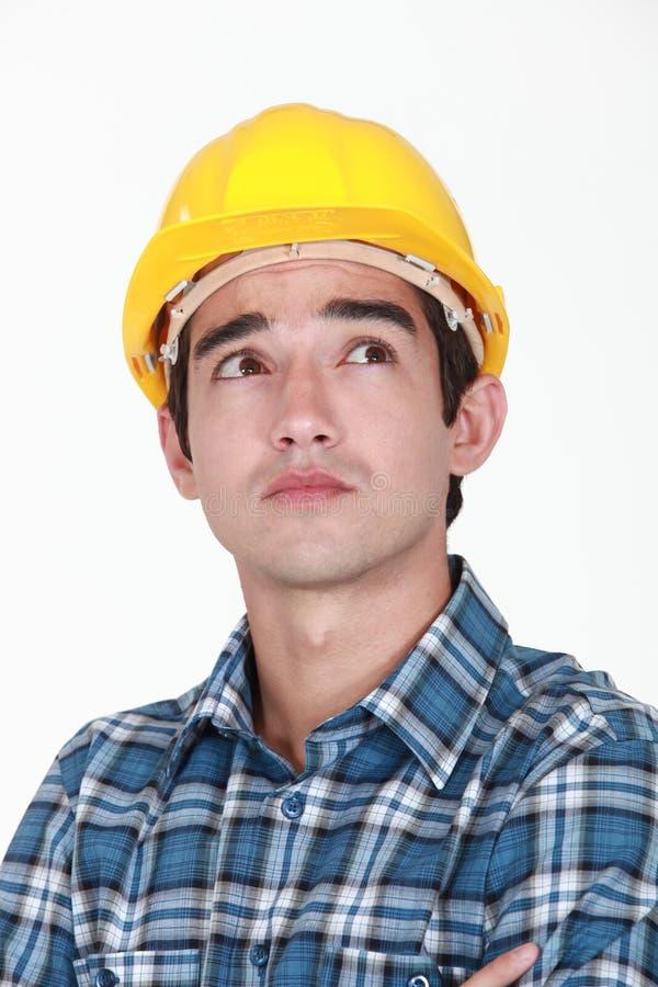 Peinzende bouwvakker stock foto