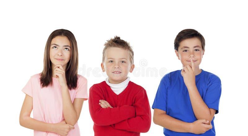 Peinzende kinderen stock afbeelding