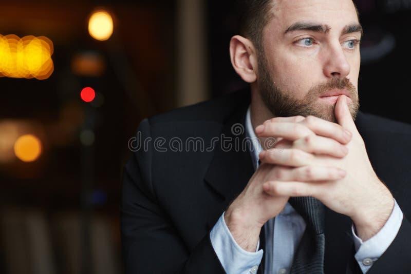 Peinzende Zakenman Contemplating Problemsn royalty-vrije stock foto
