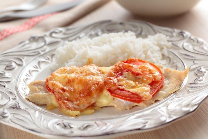 Peitos de galinha com tomate e arroz imagens de stock royalty free